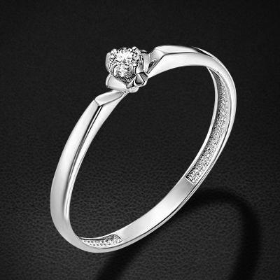 Кольцо с бриллиантами из белого золота 585 пробыКольца<br>Кольцо с бриллиантами из белого золота 585 пробы. Характеристики вставок: бриллиант 1 0.055 4/5 кр57. Средний вес изделия: 1,1 гр.<br>