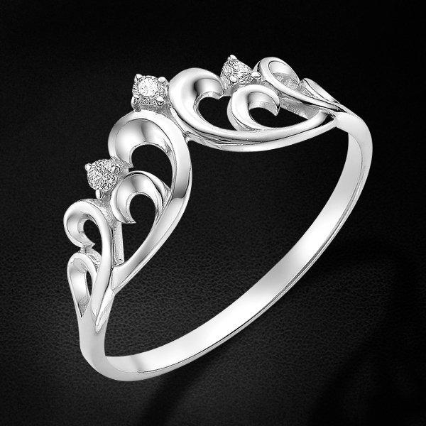 Кольцо корона с бриллиантами из белого золота 585 пробы из коллекции TrendyКольца<br>Кольцо корона с бриллиантами из белого золота 585 пробы. Характеристики вставок: бриллиант 3 0.051 4/5 кр57. Средний вес изделия: 1,22 гр.<br>