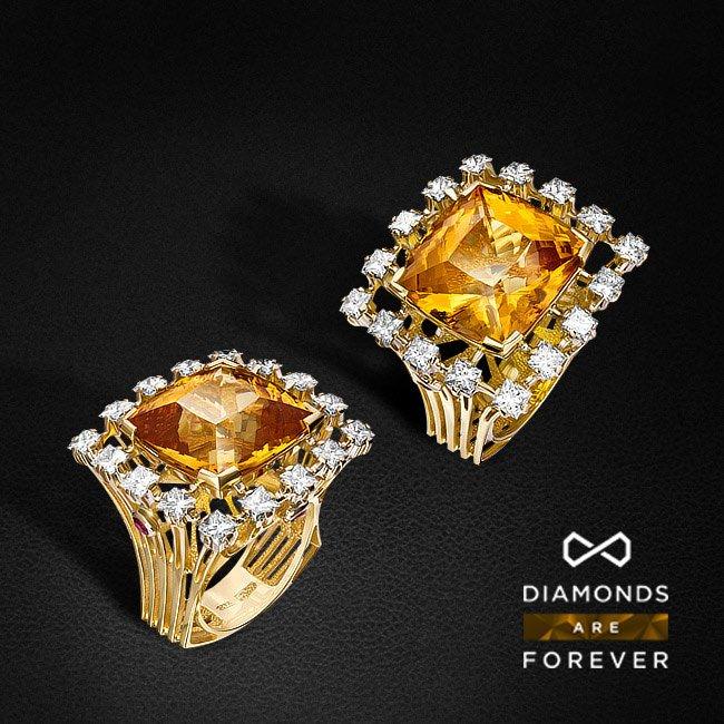 Кольцо с бриллиантами, желтым топазом из комбинированного золота 750 пробыКольца<br>Кольцо с бриллиантами, желтым топазом из комбинированного золота 750 пробы. Характеристики вставок: 16 бриллиант принцесса-3,76 4/4А, 4 рубин -0,49 2/2, 1 топаз - 28,45 желтый. Средний вес изделия: 24,34 гр.<br>