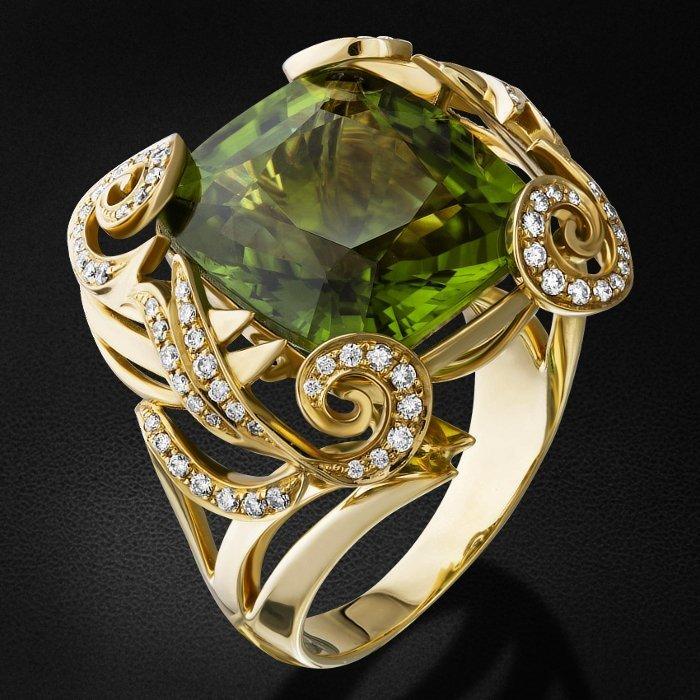 Кольцо с бриллиантами, хризолитом из желтого золота 750 пробыКольца<br>Кольцо с бриллиантами, хризолитом из желтого золота 750 пробы. Характеристики вставок: 84 бриллиант кр57 - 0,443 3/4а, 2 бриллиант кр57 - 0,006 3/4а, 1 хризолит - 16,83. Средний вес изделия: 14,2 гр.<br>