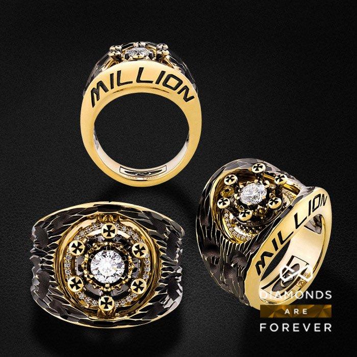 Мужское кольцо с бриллиантами в желтом золоте 585 пробыДля мужчин<br>Мужское кольцо с бриллиантами в желтом золоте 585 пробы. Характеристики: 6 бр. 0.045 3/4, 1 бр. 0.125 4/5, 35 бр. 0.125 3/4, 1 бр. 0.44 3/5. Средний вес: 20,41 гр.<br>