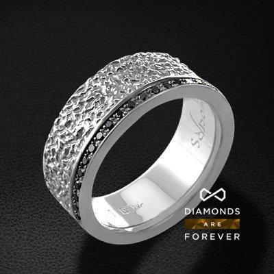 Кольцо с бриллиантами из белого золота 585 пробыКольца с бриллиантами<br>Кольцо с бриллиантами из белого золота 585 пробы. Характеристики вставок: 42 бриллиант кр57 0,30 черный. Средний вес изделия: 6.66 гр.<br>