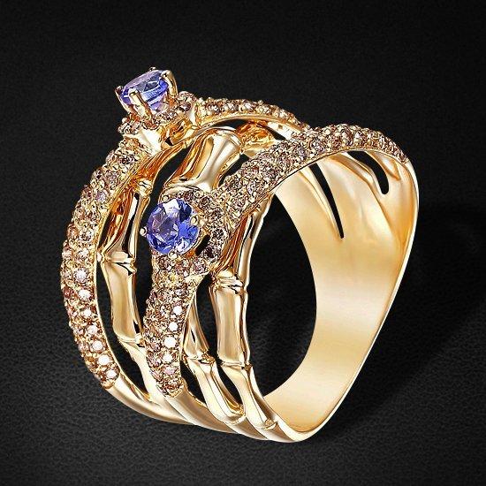 Широкое кольцо с танзанитами, бриллиантами из желтого золота 585 пробыКольца<br>Широкое кольцо с танзанитами, бриллиантами из желтого золота 585 пробы. Характеристики вставок: бриллиант коньячный - 144шт. вес 0.69 карат, танзанит - 2шт. вес 0.35 карат. Средний вес изделия: 9,42 гр.<br>