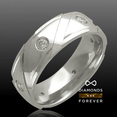Обручальное кольцо с бриллиантами из белого золота 585 пробыКольца<br>Кольцо с бриллиантами из белого золота 585 пробы. Характеристики вставок: бриллиант 3/3 6шт.,0.24ct. Средний вес изделия: 6,97 гр.<br>