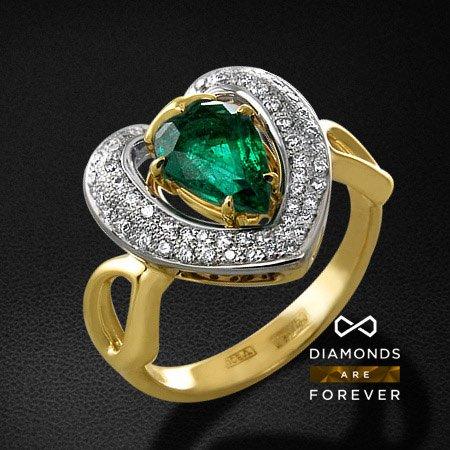Кольцо с бриллиантами, изумрудом из желтого золота 750 пробыКольца с цветными камнями<br>Кольцо с бриллиантами, изумрудом из желтого золота 750 пробы. Характеристики вставок: 54 бриллиант кр57 0,26; 1 изумруд природный1,085. Средний вес изделия: 5.8 гр.<br>