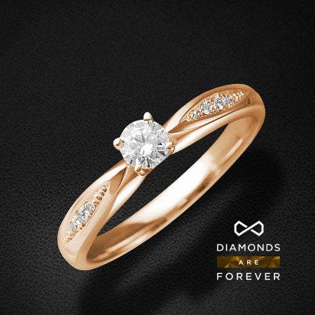 Кольцо для помолвки с бриллиантами из красного золота 585 пробыКольца<br>Кольцо для помолвки с бриллиантами из красного золота 585 пробы. Характеристики: 1 бриллиант 0.185 5/5А, 2 бриллианта 0.018 5/5А, 4 бриллианта 0.017 3/5А. Средний вес: 2,86 гр.<br>