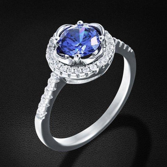 Кольцо с цирконием из серебра 925 пробыКольца<br>Кольцо с цирконием из серебра 925 пробы. Средний вес: 4,04 гр.<br>