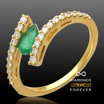 Кольцо с изумрудом, бриллиантами из желтого золота 750 пробыКольца<br>Кольцо с бриллиантами , изумрудом из желтого золота 750 пробы. Характеристики вставок: бриллиант 3/6 24шт.,0.35ct изумруд 3/3 1шт.,0.4ct. Средний вес изделия: 2,39 гр.<br>
