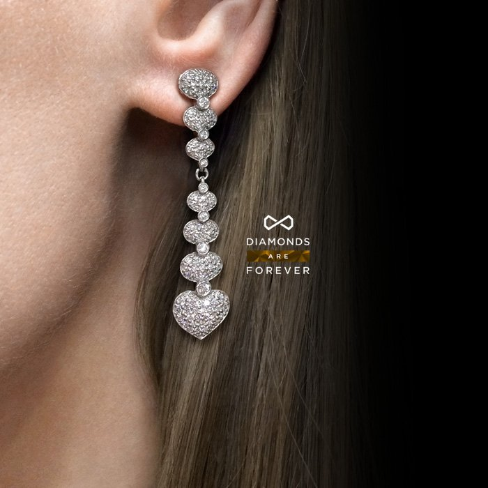Длинные серьги Сердца с бриллиантами в белом золоте 750 пробыДень влюбленных<br>Длинные серьги Сердца с бриллиантами в белом золоте 750 пробы. Характеристики вставок: 2 бриллианта кр57 0.08 3/3, 4 бриллианта кр57 0.06 3/4, 94 бриллианта кр57 0.88 3/4, 2 бриллианта 0.02 3/4, 116 бриллиантов кр57 0.55 3/4, 4 бриллианта 0.15 3/4. Вес:...<br>