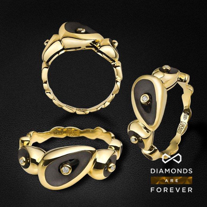 Кольцо с бриллиантами из желтого золота 585 пробыЮвелирные украшения<br>Кольцо с бриллиантами из желтого золота 585 пробы. Характеристики вставок: 3 бриллианта 0.025 карат ?. Средний вес: 5,96 гр.<br>