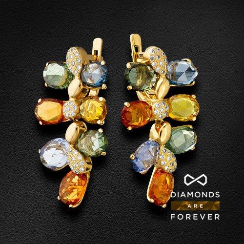 Серьги с цветными сапфирами, бриллиантами из желтого золота 750 пробыСерьги с цветными камнями<br>Серьги с цветными сапфирами, бриллиантами из желтого золота 750 пробы. Характеристики вставок: 58 бриллиант кр57-0,38 5/6а, 14 сапфир -17,68 цветной. Средний вес изделия: 14.62 гр.<br>