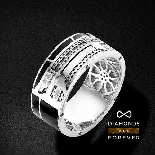 Мужское кольцо range rover с бриллиантами из белого золота 585 пробыПерстни<br>Мужское кольцо range rover с бриллиантами из белого золота 585 пробы. Характеристики вставок: бриллиант 2 0.033 3/6 кр57, бриллиант 6 0.031 3/6 кр57, бриллиант черный 10 0.065 кр57. Средний вес изделия: 10.45 гр.<br>