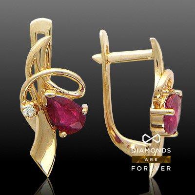 Серьги с рубином, бриллиантами из красного золота 585 пробыСерьги<br>Серьги с рубином, бриллиантами из красного золота 585 пробы. Характеристики: бриллиант 4/5 2шт.,0.03ct ; рубин 2/2 2шт.,1ct. Средний вес изделия: 3,55 гр.<br>