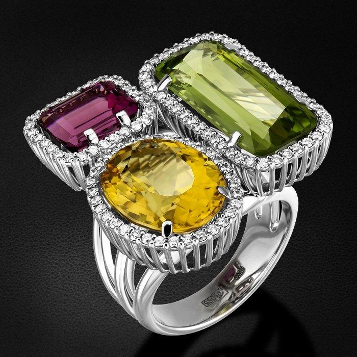 Кольцо с бриллиантами, хризолитом, турмалином, гелиодором из белого золота 585 пробыКольца<br>Кольцо с бриллиантами, хризолитом, турмалином, гелиодором из белого золота 585 пробы. Характеристики вставок: 106 бриллиант кр57 - 0,669 3/4а, 1 гелиодор - 6,17, 1 турмалин - 2,85, 1 хризолит - 8,75. Средний вес изделия: 15,33 гр.<br>