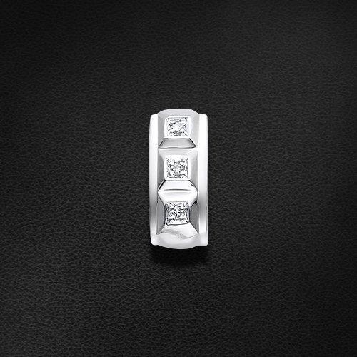 Подвеска с бриллиантами из белого золота 585 пробы из коллекции КлассикаКулоны<br>Подвеска с бриллиантами из белого золота 585 пробы. Характеристики вставок: бриллиант 3 0.009 2/3 кр17. Средний вес изделия: 0,49 гр.<br>