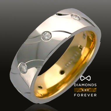 Кольцо с бриллиантами из комбинированного золота 585 пробыДля мужчин<br>Кольцо с бриллиантами из комбинированного золота 585 пробы. Характеристики вставок: бриллиант 3/3 8шт.,0.23ct. Средний вес изделия: 9,19 гр.<br>