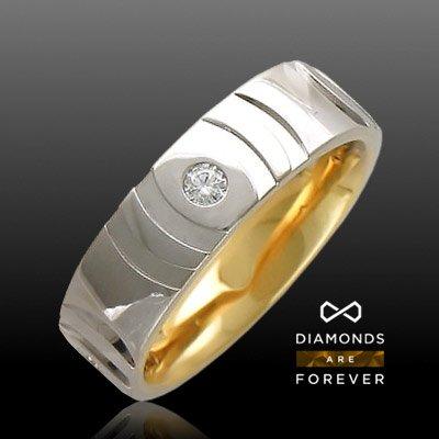 Обручальное кольцо с бриллиантами из комбинированного золота 585 пробыКольца<br>Кольцо с бриллиантами из комбинированного золота 585 пробы. Характеристики вставок: бриллиант 3/3 4шт.,0.16ct. Средний вес изделия: 6,72 гр.<br>