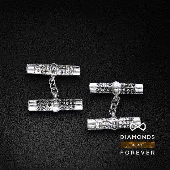 Запонки с бриллиантамиДля мужчин<br>Запонки из белого золота 750 пробы. Характеристики вставок: бриллиант  3/5  144 шт.,0.93ct # бриллиант  7/9  56 шт.,0.43ct # бриллиант  7/9  88 шт.,0.52ct # оникс  0/0  8 шт.,0ct. Средний вес: 10,22 гр. Производство: Россия<br>