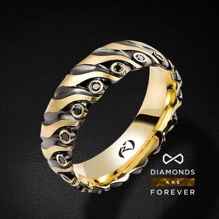 Мужское кольцо золотое с 17 черными бриллиантамиДля мужчин<br>Мужское кольцо золотое с 17 черными бриллиантами. Характеристики вставок: 17 черных бриллиантов 0.199 карат. Средний вес: 8,68 гр.<br>