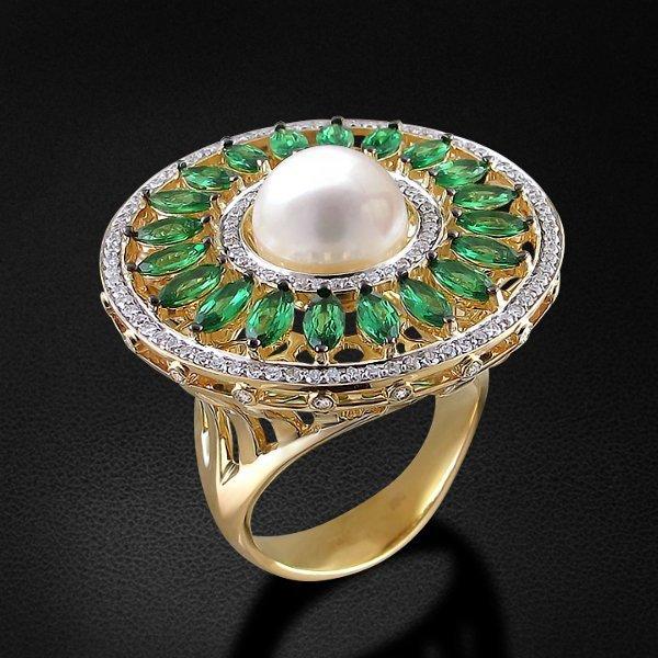 Кольцо с бриллиантами, жемчугом, тсаворитом из желтого золота 585 пробыКольца<br>Кольцо с бриллиантами, жемчугом, тсаворитом из желтого золота 585 пробы. Характеристики вставок: бриллиант кр-57 3/6 132шт., 0.72ct; жемчуг культивированный пресноводный круг 1шт., 7.33ct; тсаворит маркиз 20шт., 2.64ct. Средний вес изделия: 18,57 гр.<br>