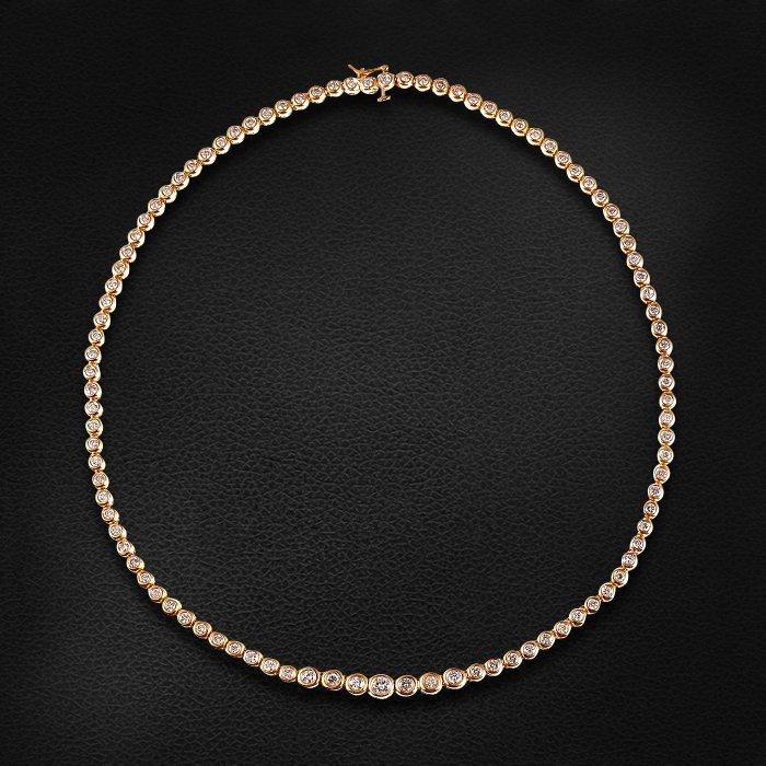 Колье с бриллиантами из желтого золота 585 пробыКолье<br>Колье с бриллиантами из желтого золота 585 пробы. Характеристики вставок: бриллиант кр 57 5/6 - 1шт., вес 0.28; бриллиант кр 57 5/6 - 6шт., вес 0.72; бриллиант кр 57 4/6 - 92шт., вес 3.52. Средний вес изделия: 31,8 гр.<br>