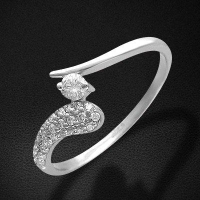 Кольцо с бриллиантами из белого золота 585 пробыКольца<br>Кольцо с бриллиантами из белого золота 585 пробы. Характеристики: бриллиант 3/6 1шт.,0.11ct ; бриллиант 3/6 26шт.,0.17ct. Средний вес изделия: 2,16 гр.<br>