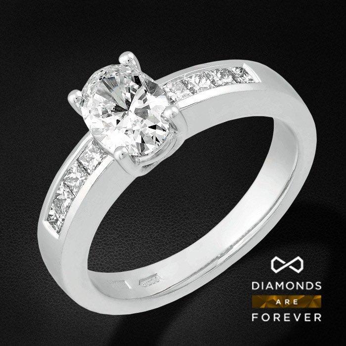 Роскошное кольцо с бриллиантами из белого золота 585 пробыКольца<br>Роскошное кольцо с бриллиантами из белого золота 585 пробы. Характеристики вставок: бриллиант овал 1-1.01ct 4/6а, бриллиант принцесса 10-0.43ct 3/5а. Средний вес изделия: 5.35 гр.<br>