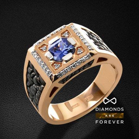 Мужское кольцо с сапфиром, бриллиантами из красного золота 585 пробыПерстни<br>Мужское кольцо с сапфиром, бриллиантами из красного золота 585 пробы. Характеристики вставок: 32 бриллиант кр57 0,192; 1 сапфир 0,85. Средний вес изделия: 17.99 гр.<br>