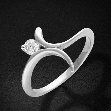 Кольцо с бриллиантами из белого золота 585 пробыЮвелирные украшения<br>Кольцо с бриллиантами из белого золота 585 пробы. Характеристики вставок: бриллиант 5/3 1шт.,0.18ct. Средний вес изделия: 2,75 гр.<br>