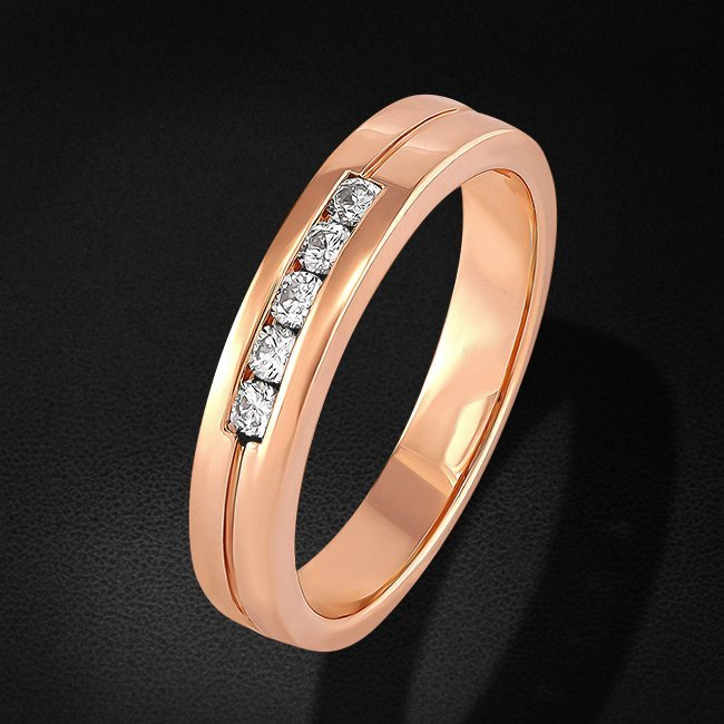 Кольцо с бриллиантами из красного золота 585 пробыКольца<br>Кольцо с бриллиантами из красного золота 585 пробы. Характеристики вставок: 5 бриллиант кр57 0.191 3/4а. Средний вес изделия: 4,48 гр.<br>