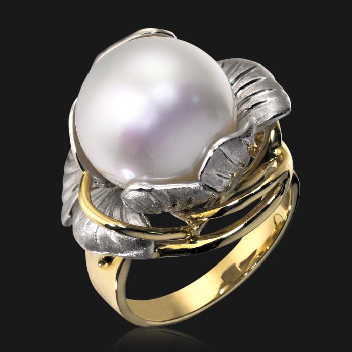Купить Кольцо с жемчугом из комбинированного золота 585 пробы