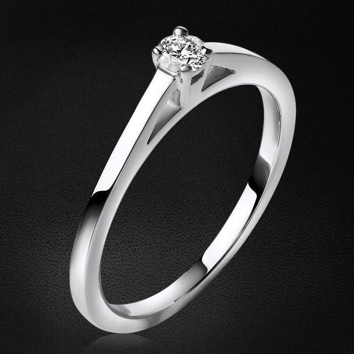 Кольцо с бриллиантами из белого золота 585 пробыКольца<br>Кольцо с бриллиантами из белого золота 585 пробы. Характеристики вставок: 1бриллиант круг 0,110ct3/5. Средний вес изделия: 1,88 гр.<br>