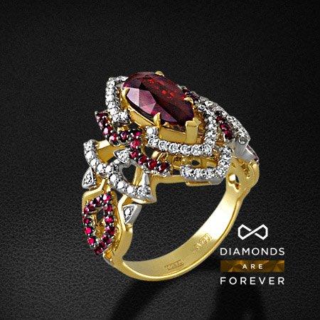 Кольцо с рубином, бриллиантами из желтого золота 750 пробыКольца с цветными камнями<br>Кольцо с рубином, бриллиантами из желтого золота 750 пробы. Характеристики вставок: 62 бриллиант кр57 0,45; 1 рубин природный 2,11; 50 рубин природный 0,511. Средний вес изделия: 8.66 гр.<br>