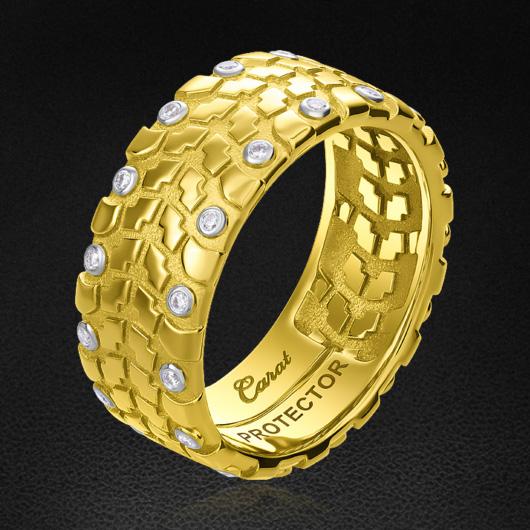 Кольцо с бриллиантами из желтого золота 750 пробыДля мужчин<br>Кольцо с бриллиантами из желтого золота 750 пробы. Характеристики вставок: 30 бриллиант круглой огранки (57 граней) 0,183 2/3а. Средний вес изделия: 12,47 гр.<br>