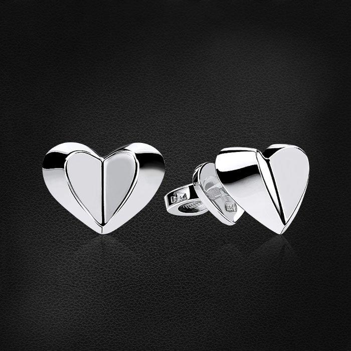 Пусеты в форме сердец из белого золота 585 пробыСерьги<br>Пусеты в форме сердец из белого золота 585 пробы. Средний вес изделия: 2,18 гр.<br>
