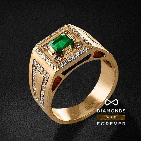 Мужское кольцо с бриллиантами, изумрудом из красного золота 585 пробыПерстни<br>Мужское кольцо с бриллиантами, изумрудом из красного золота 585 пробы. Характеристики вставок: 72 бриллиант кр57 0,492; 1 изумруд 0,69. Средний вес изделия: 15 гр.<br>