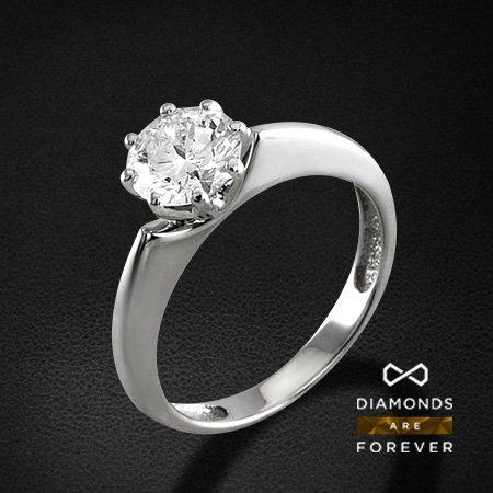 Кольцо с бриллиантами из белого золота 750 пробыКольца с бриллиантами<br>Кольцо с бриллиантами из белого золота 750 пробы. Характеристики вставок: 1 бриллиант кр57 1.03. Средний вес изделия: 3.54 гр.<br>