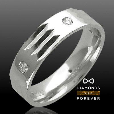 Обручальное кольцо с бриллиантами из белого золота 585 пробыКольца<br>Кольцо с бриллиантами из белого золота 585 пробы. Характеристики вставок: бриллиант 3/3 5шт.,0.2ct. Средний вес изделия: 7,55 гр.<br>