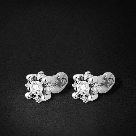 Пуссеты с бриллиантами из белого золота 585 пробыСерьги<br>Пуссеты с бриллиантами из белого золота 585 пробы. Характеристики вставок: 2 бриллиант кр57 0,233 3/5а; 8 бриллиант кр57 0,060 3/5а. Средний вес изделия: 1,63 гр.<br>