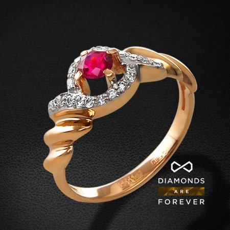 Кольцо с рубином, бриллиантами из красного золота 585 пробыКольца с цветными камнями<br>Кольцо с рубином, бриллиантами из красного золота 585 пробы. Характеристики вставок: 20 бриллиант кр57 0,12; 1 рубин 0,30. Средний вес изделия: 2.53 гр.<br>