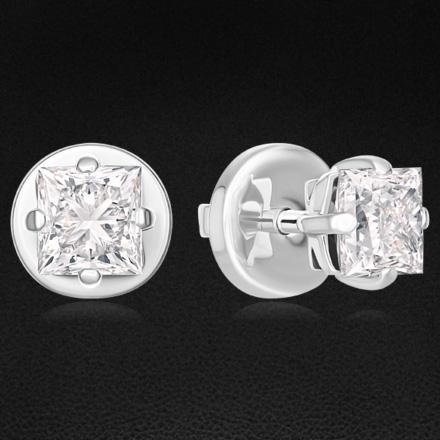 Пусеты с бриллиантами из белого золота 750 пробыСерьги<br>Пусеты с бриллиантами из белого золота 750 пробы. Характеристики вставок: 1 бриллиант огранки принцесса (п65) 0,90 2/3; 1 бриллиант огранки принцесса (п65) 0,90 2/5.<br>