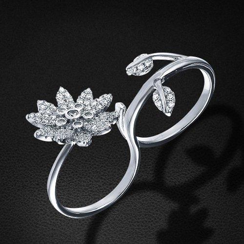 Кольцо с цирконием из серебра 925 пробыКольца<br>Кольцо с цирконием из серебра 925 пробы. Средний вес: 7,42 гр.<br>