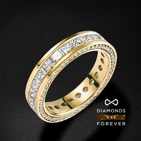Кольцо из желтого золота 750 пробы со 132 бриллиантамиЮвелирные украшения<br>Кольцо золотое со 132 бриллиантами. Характеристики вставок: 132 брил. весом 2.91 ct. Средний вес: 5.34 гр.<br>