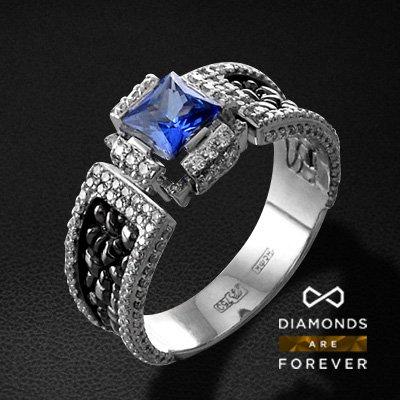 Мужское кольцо с сапфиром, бриллиантами из белого золота 750 пробыПерстни<br>Мужское кольцо с сапфиром, бриллиантами из белого золота 750 пробы. Характеристики вставок: 196 бриллиант кр57 1.04; 1 сапфир 1.12. Средний вес изделия: 10.14 гр.<br>