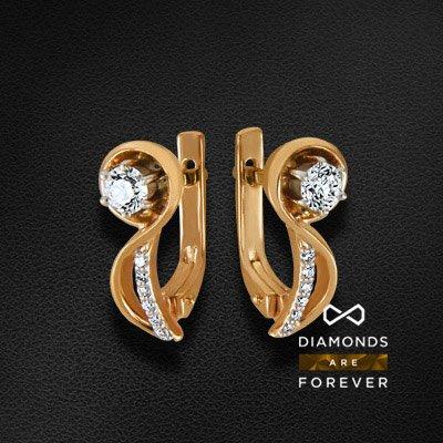 Серьги с бриллиантами из красного золота 585 пробыСерьги с бриллиантами<br>Серьги с бриллиантами из красного золота 585 пробы. Характеристики вставок: 2 бриллиант кр57 0,41; 12 бриллиант кр57 0,072. Средний вес изделия: 3.78 гр.<br>