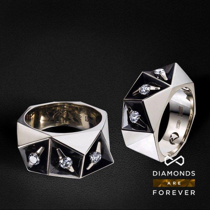 Мужское кольцо с бриллиантами из белого золота 585 пробыДля мужчин<br>Мужское кольцо с бриллиантами из белого золота 585 пробы. Средний вес: 14,37 гр.<br>