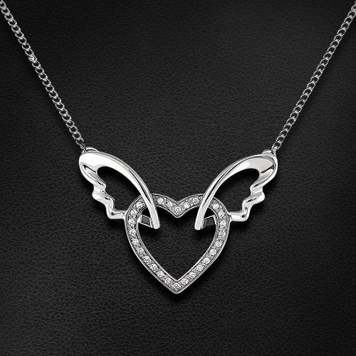 Колье в виде сердца с фианитами в серебреКолье<br>Колье с фианитами из серебра 925 пробы. Характеристики вставок: 26 фианит swarovski круг 0,90. Средний вес изделия: 3,09 гр.<br>