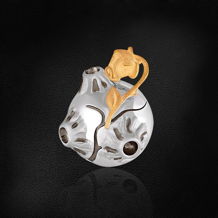 Серебряная подвеска в виде планеты с одинокой Розой по мотивам сказки Маленький ПринцКулоны<br>Подвеска без вставок из серебра 925 пробы. Характеристики вставок: без вставок. Средний вес изделия: 3,3 гр.<br> <br> Украшения коллекции — это воплощение единой истории, поэтому они продаются только вместе.<br> <br>Серебряная коллекция Маленький Принц предлага...<br>