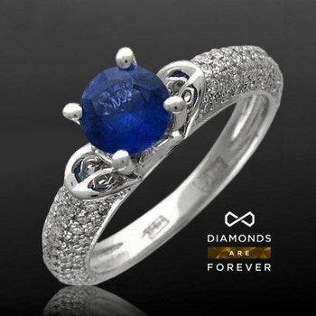Кольцо с сапфиром, бриллиантами Небесная гладьКольца<br>Кольцо из белого золота 750 пробы, украшенное бриллиантами и сапфиром<br>