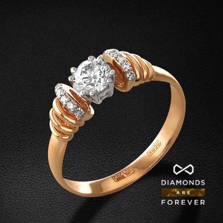 Кольцо с бриллиантами из красного золота 585 пробыКольца с бриллиантами<br>Кольцо с бриллиантами из красного золота 585 пробы. Характеристики вставок: 1 бриллиант кр57 0.48; 10 бриллиант кр57 0.057. Средний вес изделия: 4.03 гр.<br>